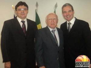Ministro Ubiratan (centro) com o Presidente da Editora Fórum, Luís Cláudio (direita)