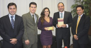 Gabriel Senra, Otávio Tulio, Christiane Vieira Pedersoli, Luís Cláudio Chaves e Adriano Cardoso: convite para prestigiar o lançamento do livro