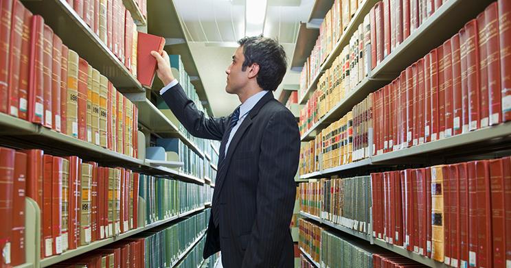 7 livros de Direito Administrativo para comprar no Mês do Advogado FÓRUM