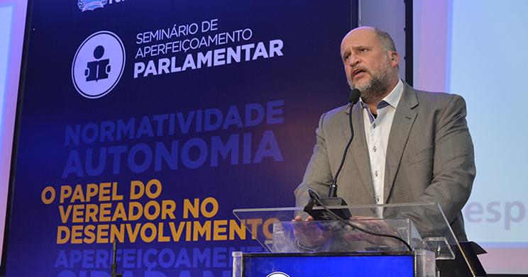Câmara Municipal de Fortaleza e Fórum promovem Seminário de Aperfeiçoamento Parlamentar