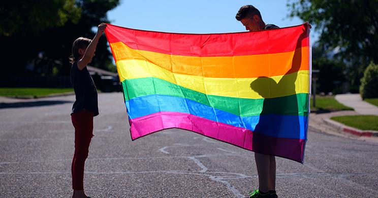Planejamento familiar em uniões LGBT+ é abordado com profundidade em novo livro